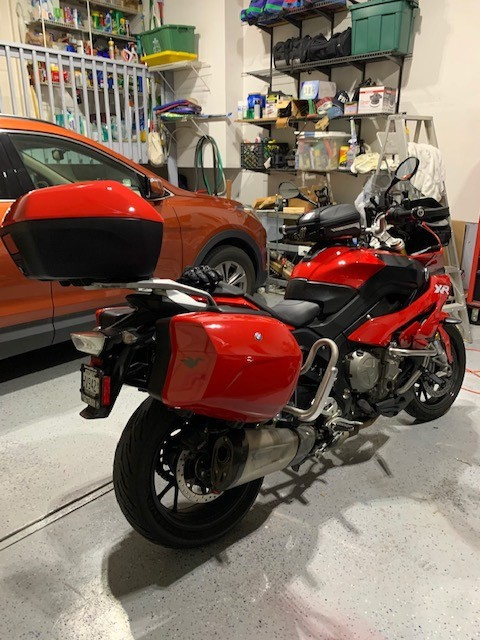S1000XR-with-luggage-guards-2.jpg